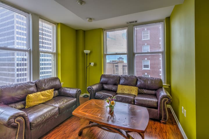 2 BR Downtown - Great City Views