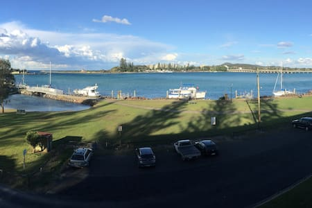 3 Bedroom Waterfront Holiday Unit - Tuncurry - Apartemen