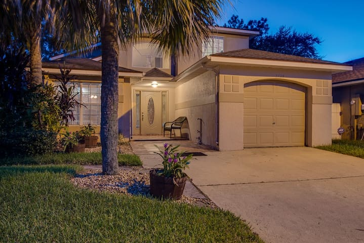 3 bed, 2.5 bath Family Home 30 Minutes from Disney
