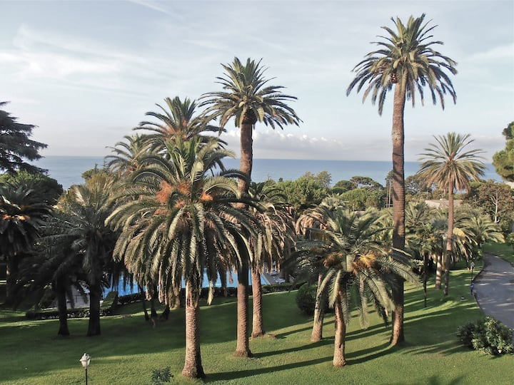 Appartamento Eden di Nervi,  tra palme e mare.
