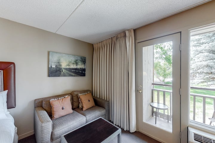 Mountain view hotel room w/balcony, shared hot tub, pool, firepit, gym