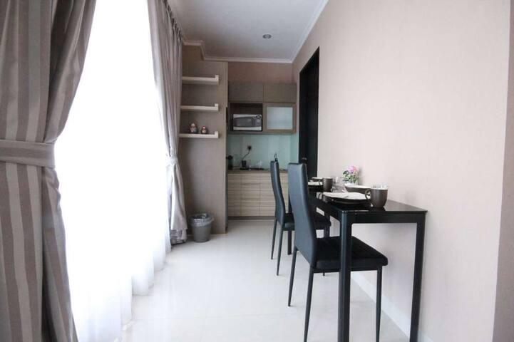 2 BR Deluxe Suite - Harvia Suites - Kebon Jeruk - Apartment