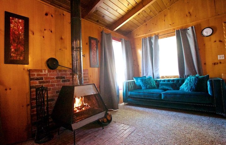The Little Red Box- Big Bear cozy cabin