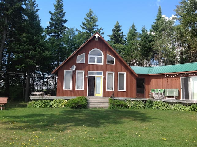 Cottage with great views on West River. - Meadowbank - Stuga