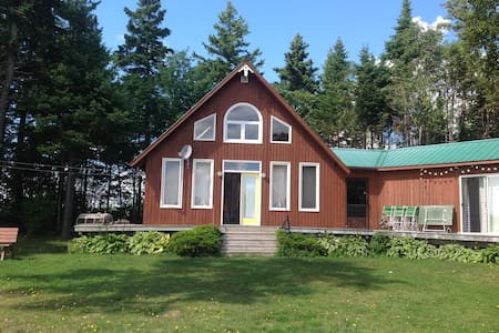 Cottage with great views on West River. - Meadowbank - Zomerhuis/Cottage