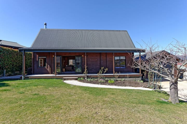 Lavender Cottage - Hanmer Springs Holiday Home
