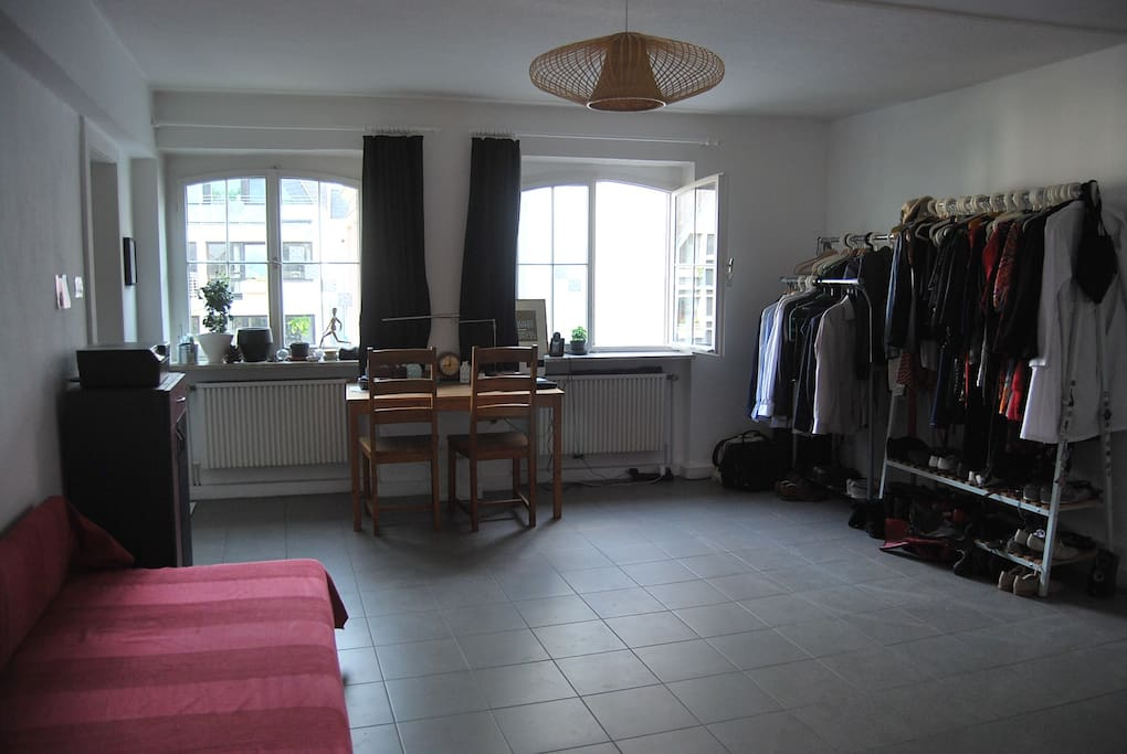 2 rooms apartment in central k ln apartments for rent in k ln nordrhein westfalen germany. Black Bedroom Furniture Sets. Home Design Ideas