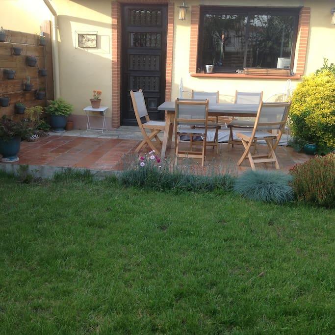 terrasse plein sud  sur jardin