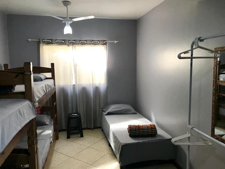Cama em Dormitório Misto com até 5 Camas-Riocentro