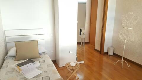 Single room shared bathroom in DonizettiAttic