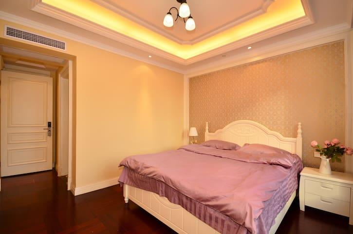 小土家长江边万达公馆中的一个带卫生间的独立卧室 - 武汉 - Apartemen