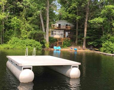 Family Cottage near Traverse City & Sleeping Bear