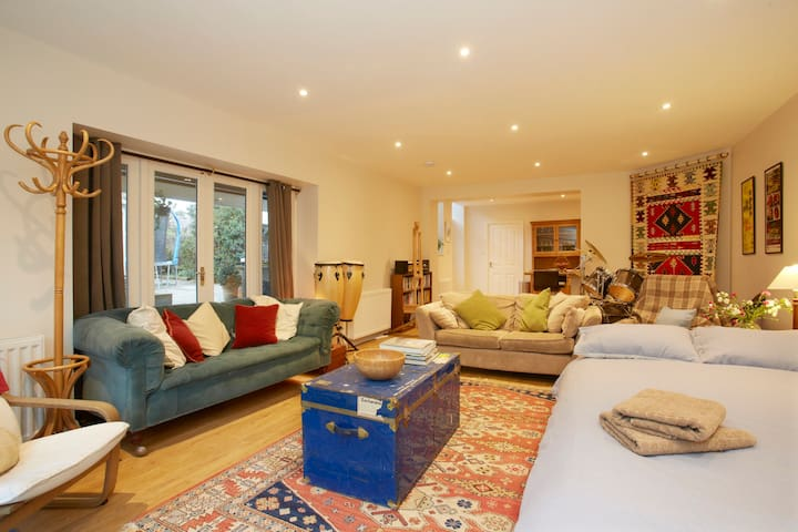 Converted coachhouse near to HIC. - Harrogate