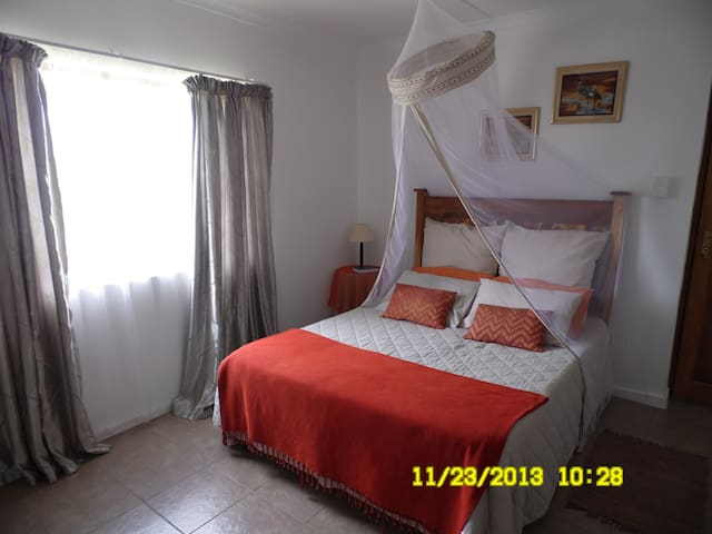 Njala Private room @ The Hexagon Guest house