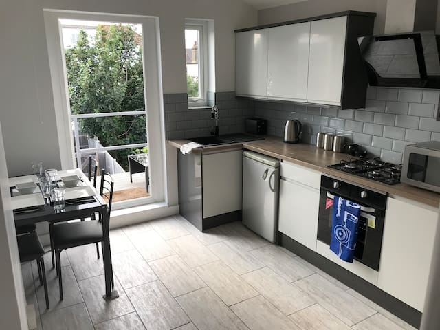 Well equipped spacious newly refurbished apartment