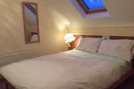 Private room (double bed) en suite  - House