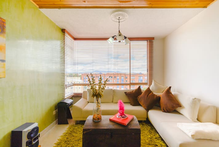 Modern, comfy and cozy apartment by-airport! - Bogota - Apartament