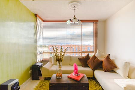 Modern, comfy and cozy apartment by-airport! - Bogotá - Apartmen