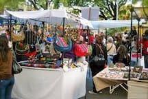 Plaza Serrano mercado de artesanias - Handcraft market plaza serrano
