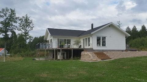 Wonderful house with lake views