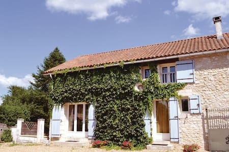2 Bedrooms Home in La Chapelle Faucher - La Chapelle Faucher