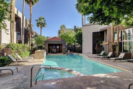 Summer Oasis Hidden Within The City - Phoenix - Condominium
