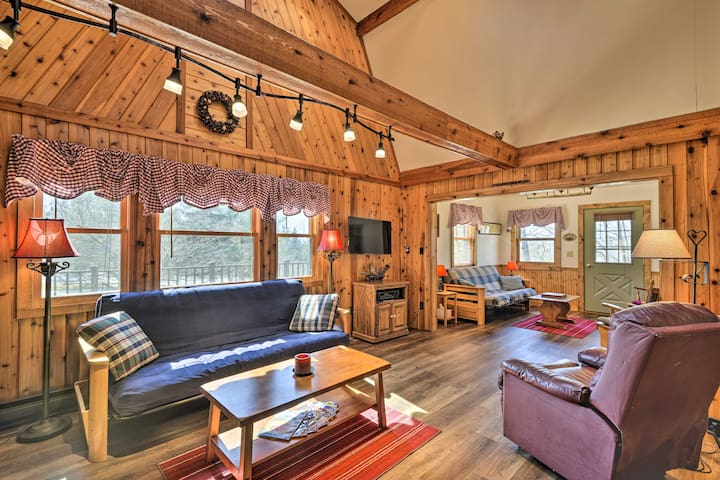 NEW! Peaceful Woodsy Cabin near Lakes & Vineyards!