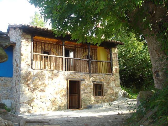 Casa de piedra, alojamiento rural.