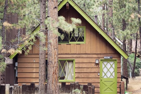 Rainbow Cabin, Retro Ski Chalet - Big Bear