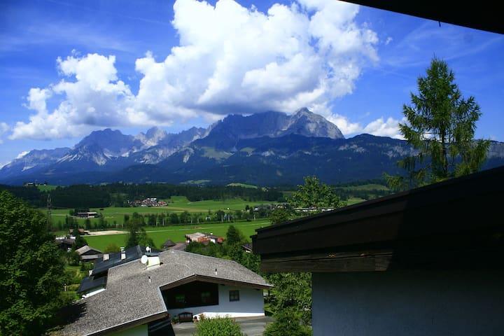 Ferienwohnung mit Traumblick - Oberndorf in Tirol - Appartement