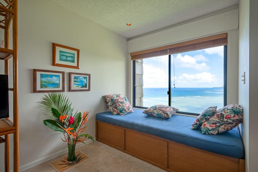 Princeville vacation rentals Sealodge E8 oceanfront punee
