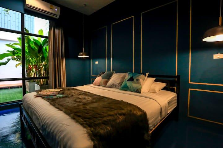 Main bedroom with Garden View