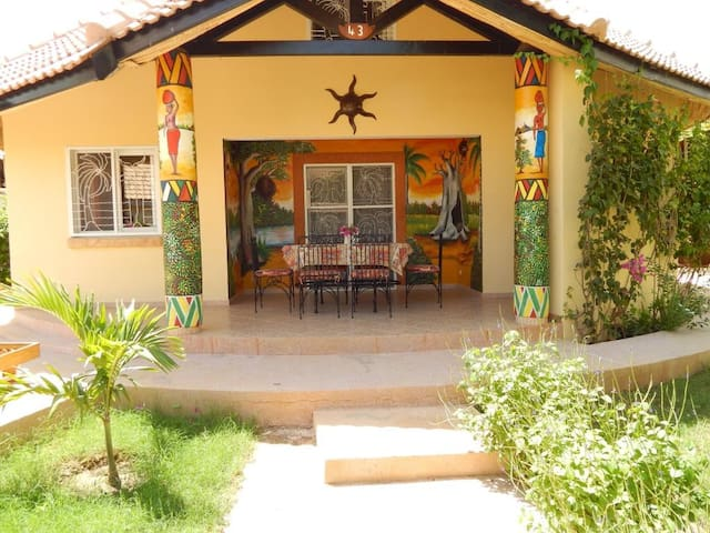 Superb Villa in Saly with beach and near golf - Mbour - Villa