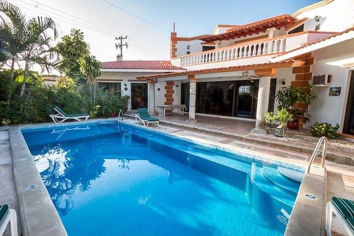 Lavish Garden, Large Pool