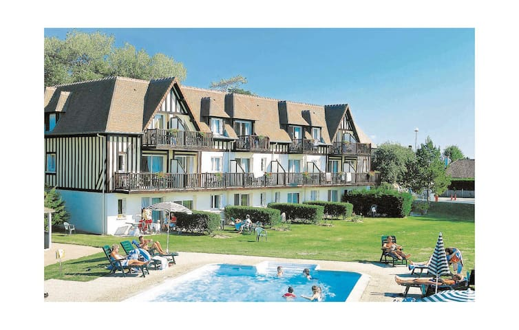 Holiday apartment with 1 bedroom on 35 m² in Le Home Varaville