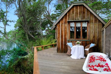 Magic Cottage - Romantic, Waterfront Seclusion