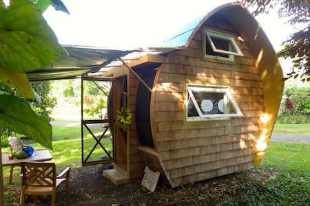 Eco-Retreat: DolphinPod Glamping - Pāhoa - Bed & Breakfast