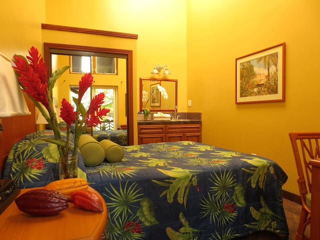 Hawaiian Sanctuary: Spa, yoga & chocolate center 2