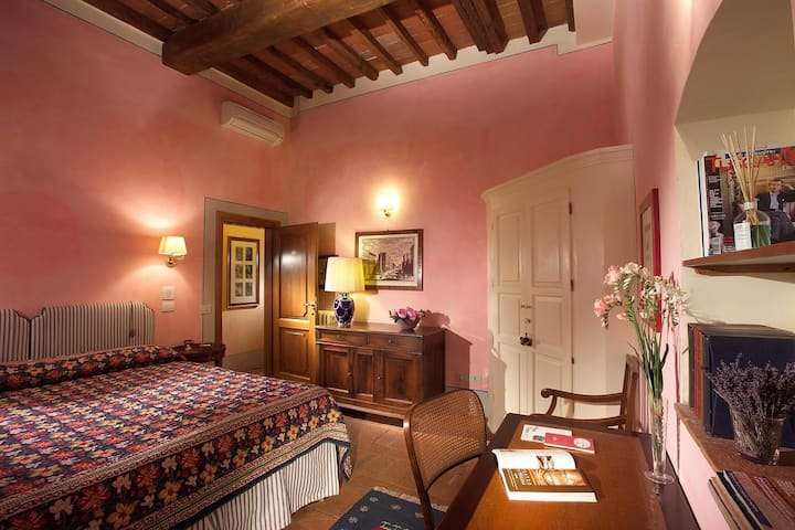 Room with Balcony in Florence - Enjoy the best