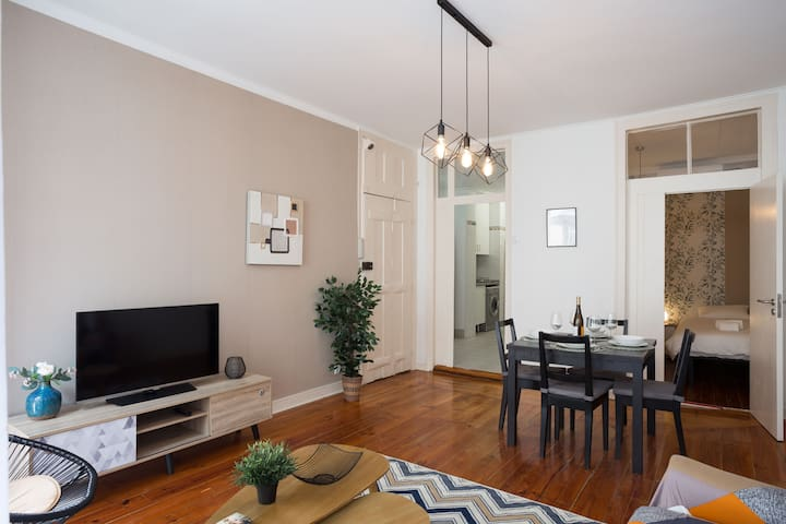 """""""Stylish, spacious, well-equipped and centrally located flat with a very quiet double bedroom at the back so you can still get a great night's sleep."""",""""The condo is clean and the internet is very fast."""""""