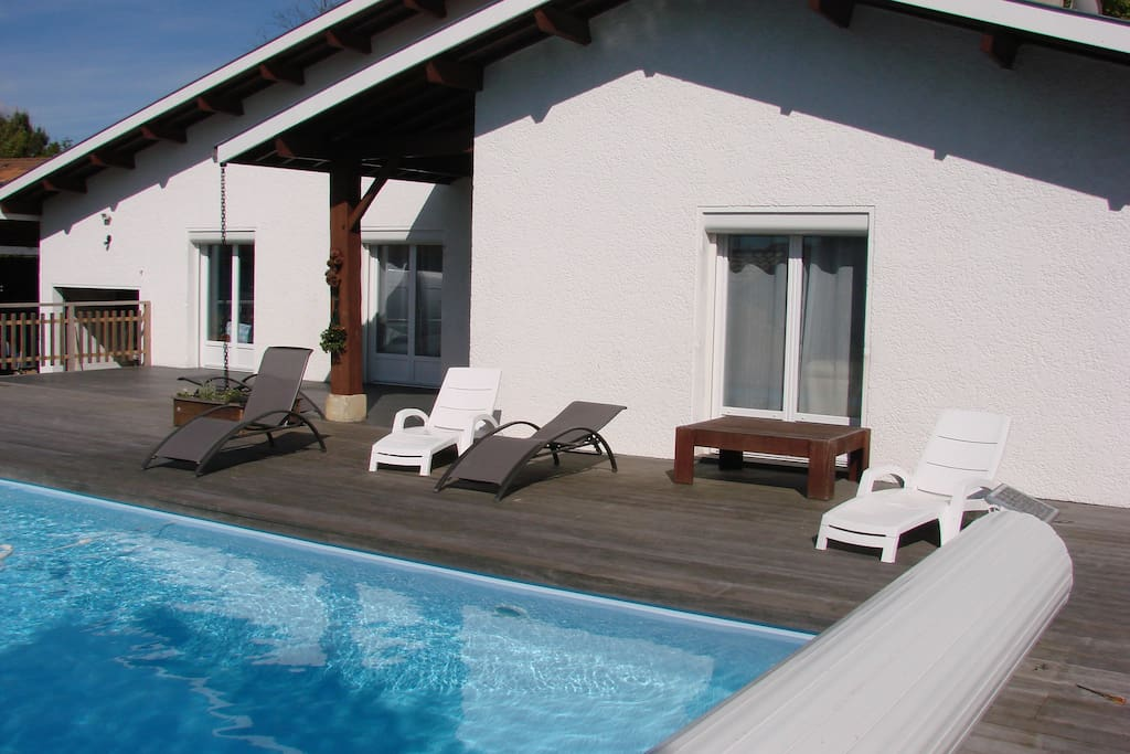 Villa confortable au calme piscine houses for rent in for Piscine gujan mestras