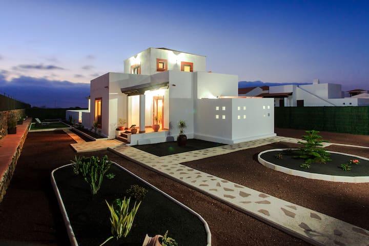 Villas de lujo, piscina y wi-fi.  - Villaverde (La Oliva) - Villa
