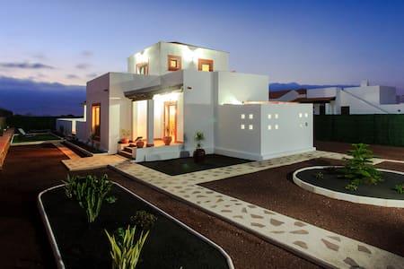 Villas de lujo, piscina y wi-fi.  - Villaverde (La Oliva)