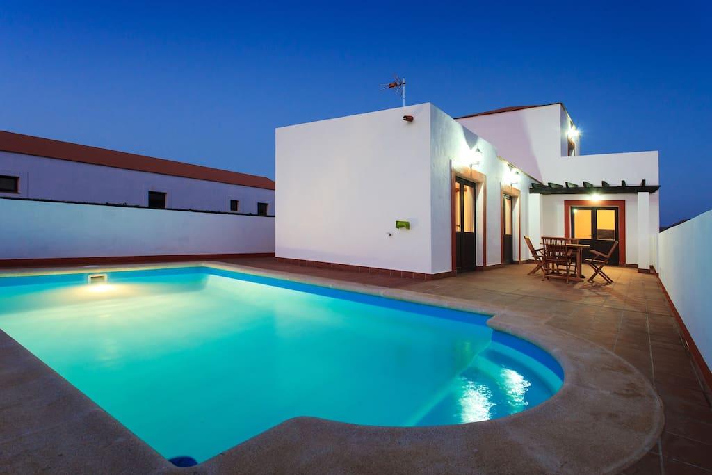 Villas de lujo piscina y wi fi villas louer villaverde la oliva fuerteventura canary - Camping en oliva con piscina ...