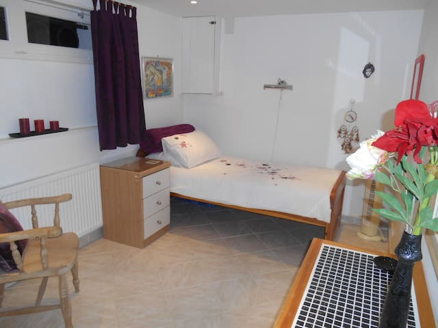 B&B single bed + cot Lanquais, Dordogne - Lanquais - Inap sarapan