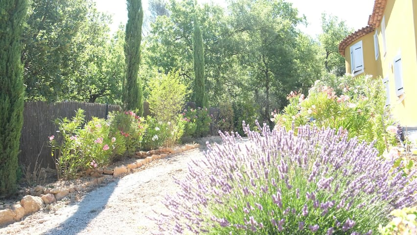 Room in provence secluded bastide  - Saint-Maximin-la-Sainte-Baume - Villa