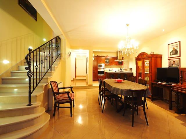 4 bedroom villa in old Cavtat