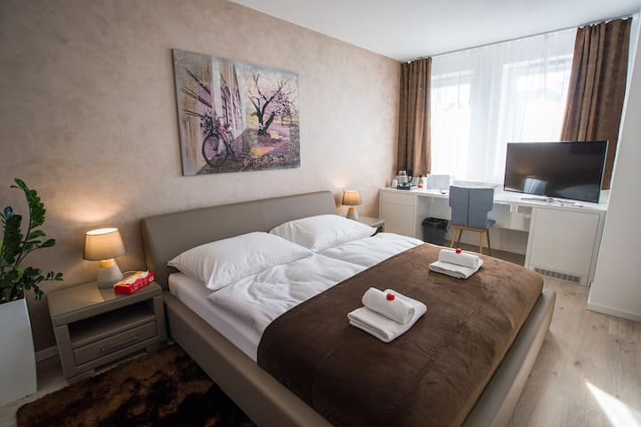 More Than Romantic Room near the city centre