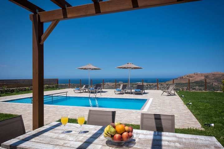 Panoramic Views Villa 4km from Beach & Amenities