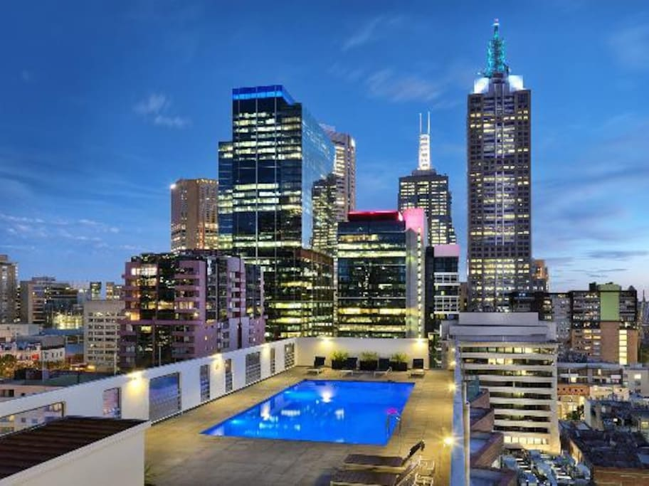 In the heart of city a view w pool apartments for rent for Pool show melbourne